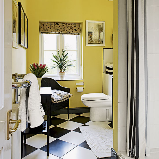 Yellow-and-monochrome-bathroom