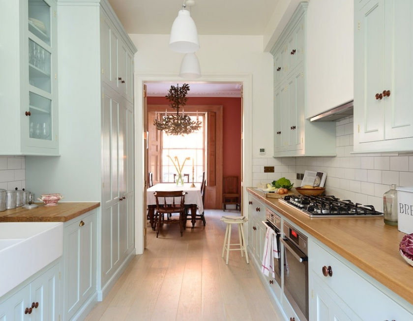 deVOL_Classic_Pimlico-kitchen-Backsplash-is-white-subway-tile-counters-are-wood-cabinets-a-pale-blue(pp_w840_h653)